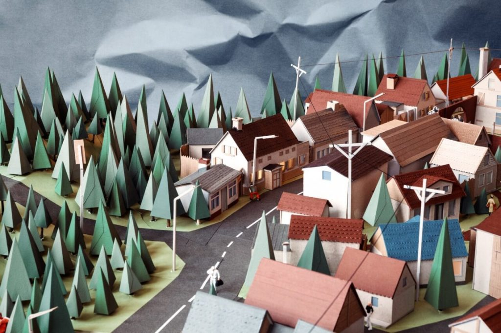 Creative Paper Artists on Huntlancer | Papercraft Village by Ron Oemus, Germany